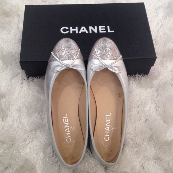 013015_luxury on poshmark_chanel flats
